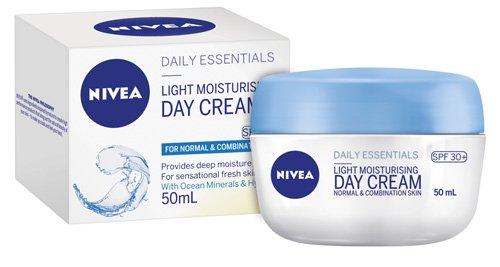 Daily-Essentials-Light-Moisturising-Day-Cream-SPF-30_